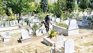 Çayırova'da mezarlıklar bayram hazır