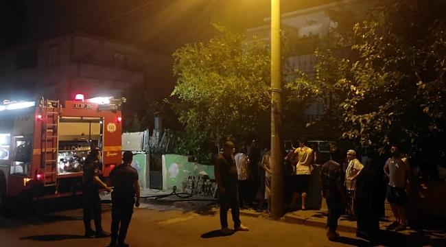 Gebze'de üç katlı binada çıkan yangın korkuttu!
