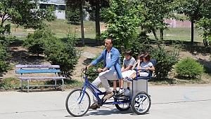 Oğlu bisikletten düşünce 'fayton bisiklet' yaptı