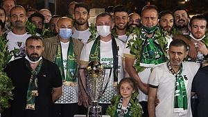 Yer siyah gök yeşil şampiyon Kocaelispor