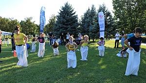 Çocuklar geleneksel oyunlarla spor yapıyor