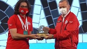 Ödüllerini Başkan Erdoğan verdi!