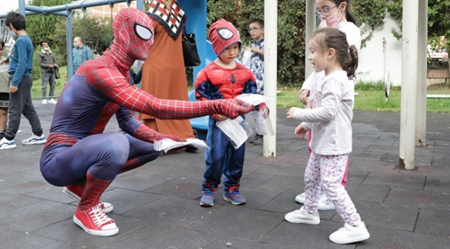Örümcek Adamdan maske farkındalık etkinliği