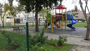 Parkta çocuklara cinsel organını gösterdi, linçten zabıta kurtardı