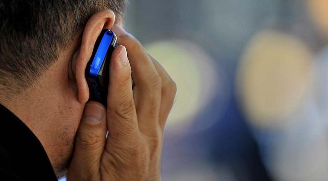 Telefonla konuşurken herkes bu hatayı yapıyor! Kasları felç ediyor