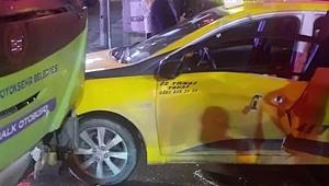 Gebze'de halk otobüsü ile ticari taksi çarpıştı; 3 yaralı