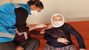 107 yaşındaki Emine Teyze'ye Covid aşısı!