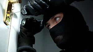 İş yerine giren hırsızlar kameralardan kaçamadı