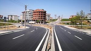 Çayırova'da asfaltı serilen yolların çizgileri çiziliyor