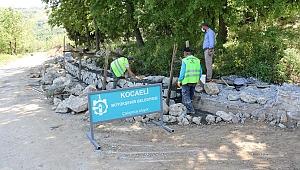 Sekbanlı köy mezarlığında taş duvar imalatı