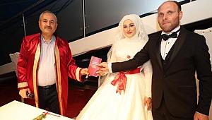 Dünya evine giren çiftler plakayı Gebze'den yazdı!