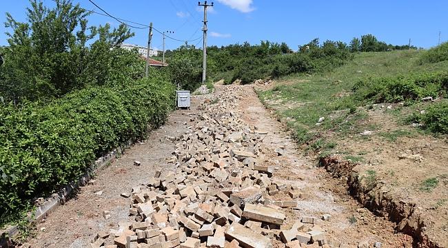 İzmit Belediyesi,  Sarıcalar'da parkeleri yeniliyor