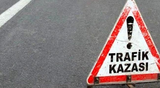 İki servis minibüsü çarpıştı, 3 kişi yaralandı