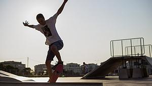 Gençlerden nefes kesen akrobatik hareketler