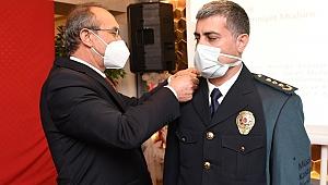 Vali Yavuz, terfi eden emniyet mensuplarına yeni rütbelerini takdim etti