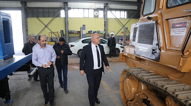 Darıca Belediyesi kendi araçlarını kendi tamir ederek tasarruf sağlıyor