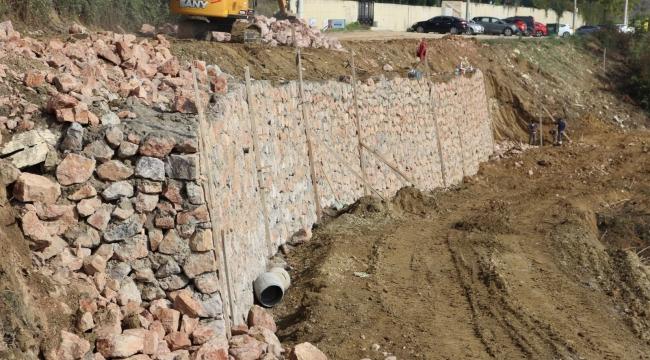 İzmit Belediyesi, Gündoğdu'ya  istinat duvarı yapıyor