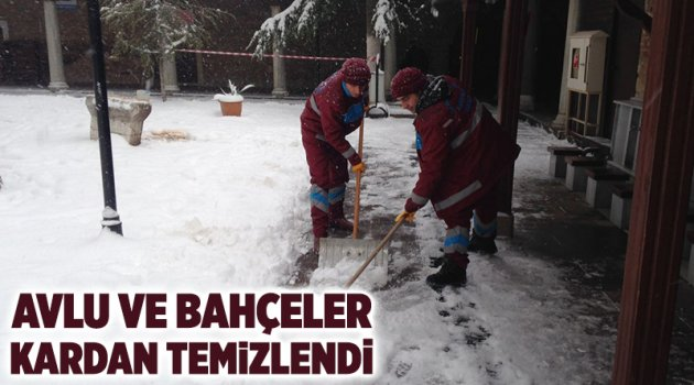 Avlu ve bahçeler kardan temizlendi