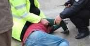Fenalaşan gencin yardımına polis ekipleri koştu